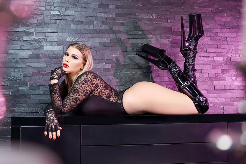domina-lady-luna_02.jpg